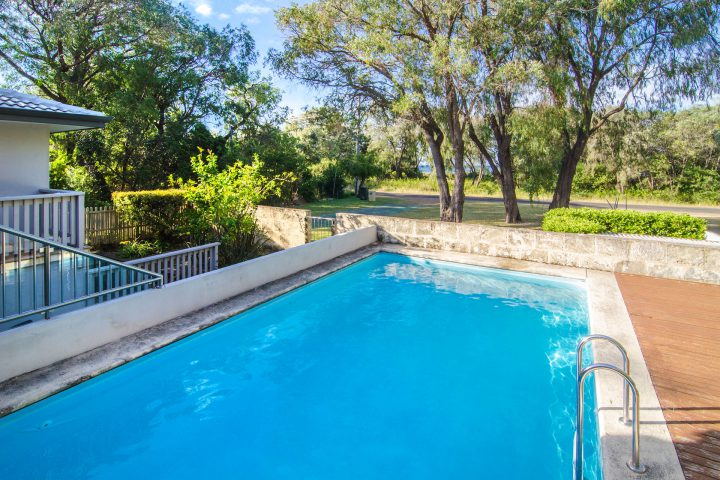 seahaven holiday house with swimming pool